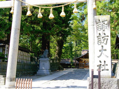 諏訪大社春宮の鳥居