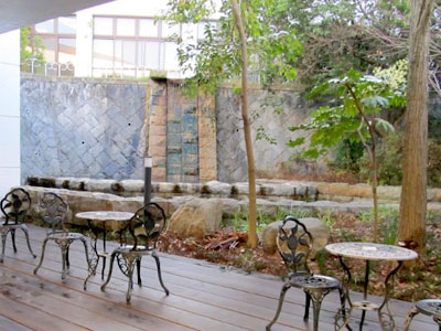 湯~モアリゾート 太山寺温泉なでしこの湯 中庭の休憩テラス