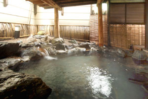 明月苑の庭園風露天風呂