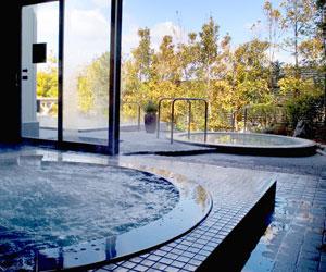 ジェームス山天然温泉 月の湯舟