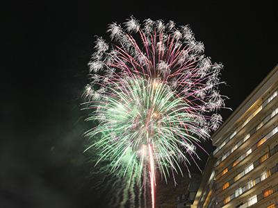 鬼怒川温泉 夏の花火 楯岩艶花