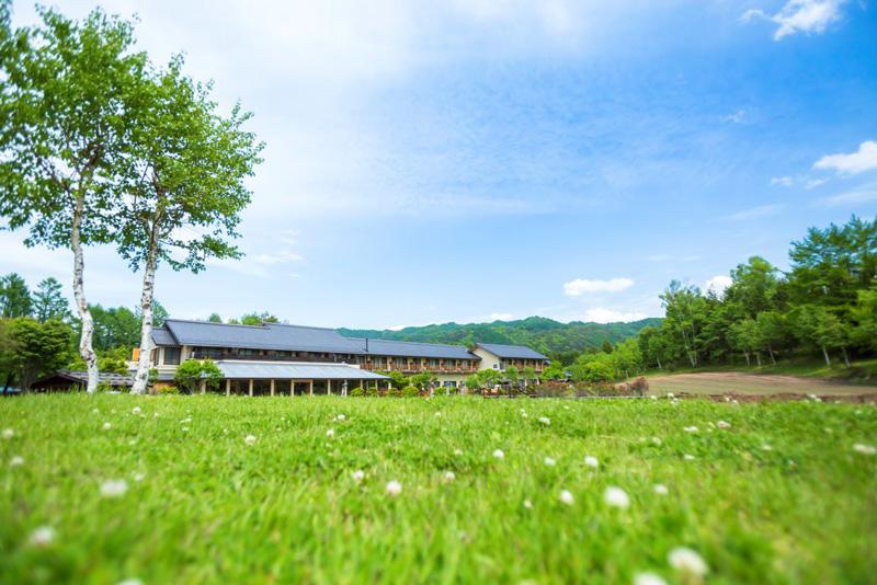 長野県「つたや季の宿 風里」にテントサウナ、源泉水風呂、露天風呂がプライベートな空間で楽しめる客室が登場!